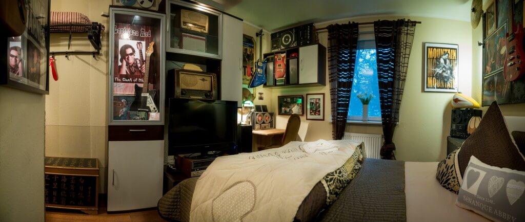Hard_Rock_Room_Bett